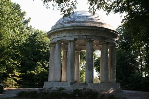 98DC - WW I memorial.jpg (52836 bytes)