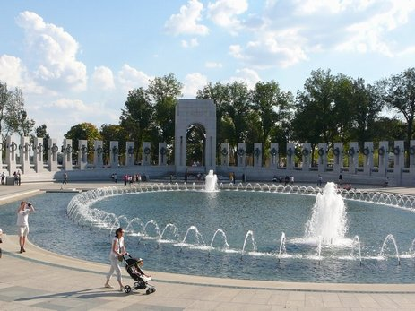 98DC - WW II memorial.jpg (45535 bytes)