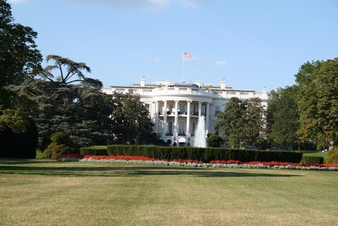 98DC - White house.jpg (41143 bytes)